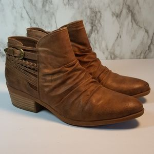 BareTraps Guenna Brown Ankle Boots 9.5 F65